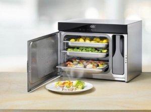Dampfgegartes Essen in Mikrowelle
